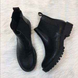 """Black """"Chelsea"""" ankle boots"""